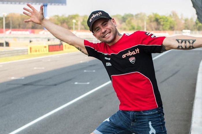 Alvaro Bautista lanjutkan kejutan di WSBK musim ini, giliran pole position dan bikin rekor di sirkuit Buriram Thailand.