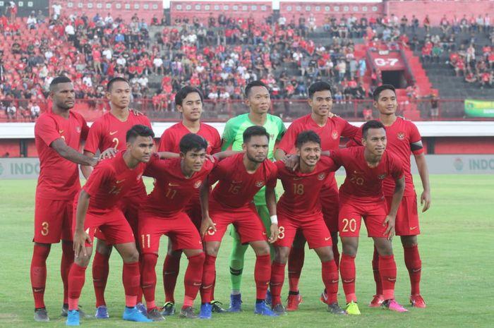 Timnas U-23 Indonesia saat uji coba melawan Bali United. Tim ini akan menghadapi Thailand di laga perdana Kualifikasi Piala Asia U-23 2019.