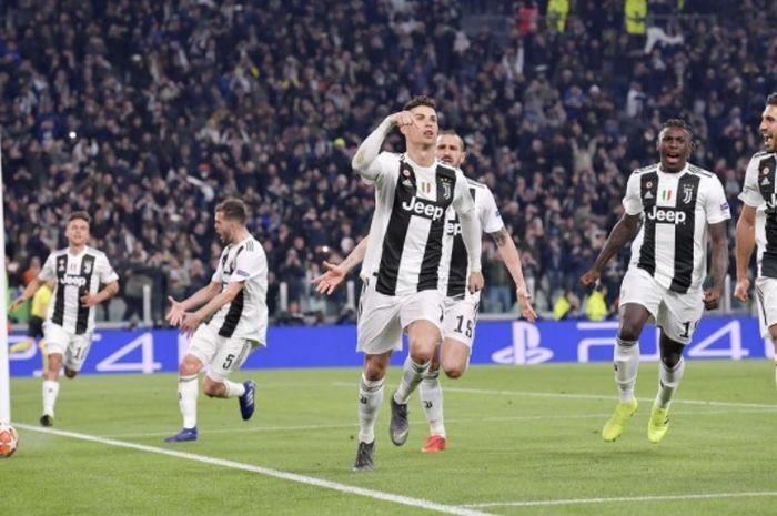 Megabintang Juventus, Cristiano Ronaldo, merayakan gol yang dicetak ke gawang Atletico Madrid dalam laga leg kedua babak 16 besar Liga Champions di Stadion Allianz, Selasa (12/3/2019).