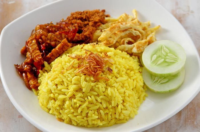 Resep Nasi Kuning Komplit Untuk Makan Siang Lezat Yang Pasti