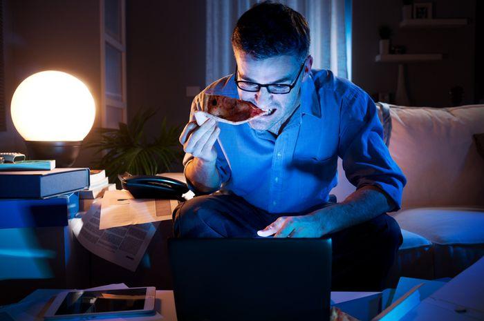 Night Eating Syndrome adalah salah satu gangguan makan yang terjadi pada malam hari.