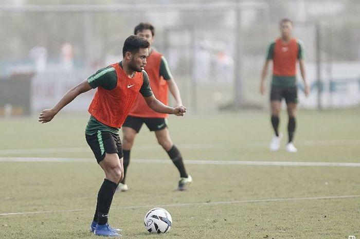 Saddil Ramdani saat mengikuti latihan bersama timnas U-23 Indonesia di Lapangan Viettel, Vietnam, Selasa (19/3/2019).