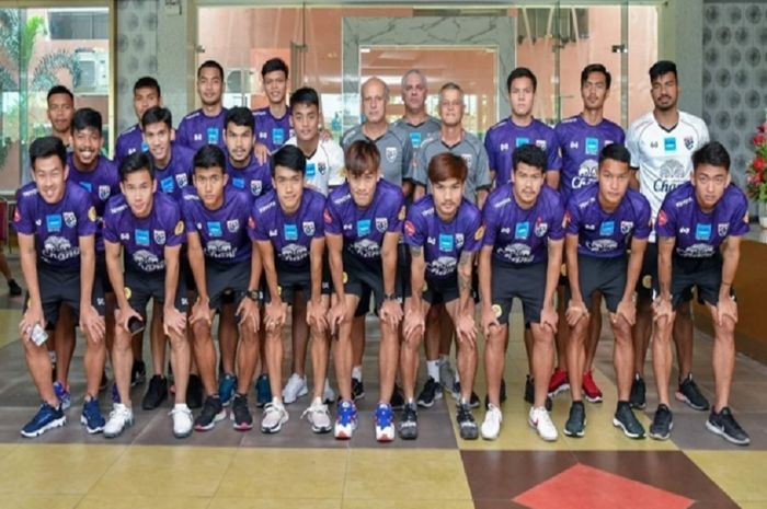Timnas U-23 Thailand berpose dalam persiapan menuju Kualifikasi Piala Asia U-23 2020.