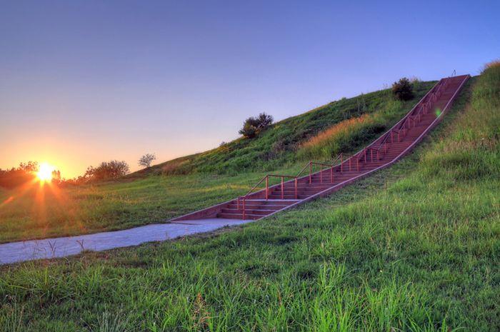 Situs bersejarah Cahokia yang merupakan kota pertama di Amerika.
