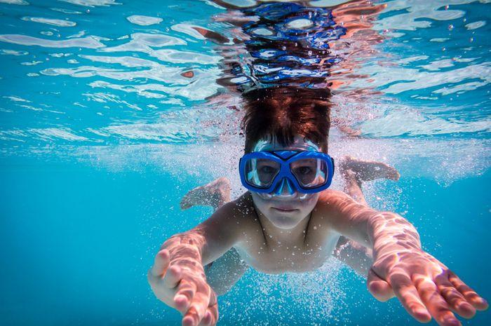 Air kolam yang tertelan dapat menimbulkan bahaya.