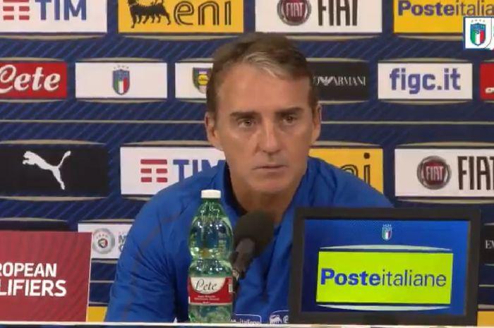 Pelatih timnas Italia, Roberto Mancini, dalam sesi konferensi pers jelang laga Grup J Kualifikasi Piala Eropa 2020 kontra Finlandia pada 23 Maret 2019.