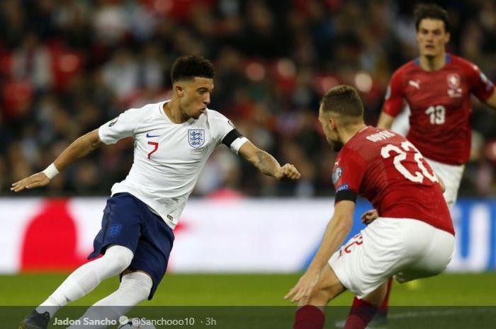 Sayap timnas Inggris, Jadon Sancho, beraksi dalam laga Grup A Kualifikasi Piala Eropa kontra Rep. Ceska di Stadion Wembley, Jumat (22/3/2019).