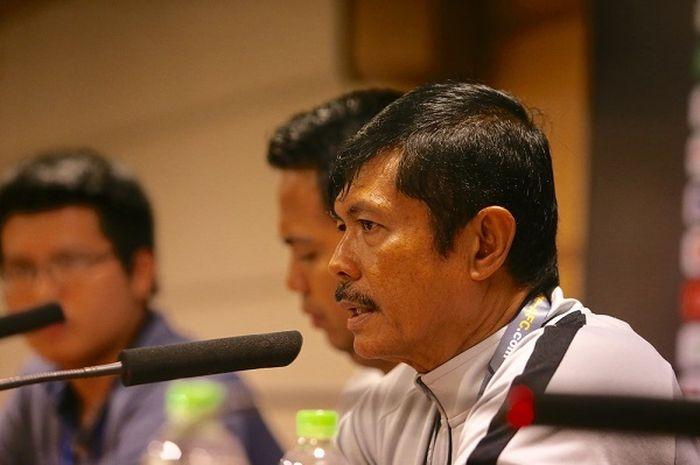 Pelatih timnas U-23 Indonesia, Indra Sjafri memberikan keterangan pers pasca kekalahan dari timnas U-23 Vietnam, Minggu (24/3/2019).
