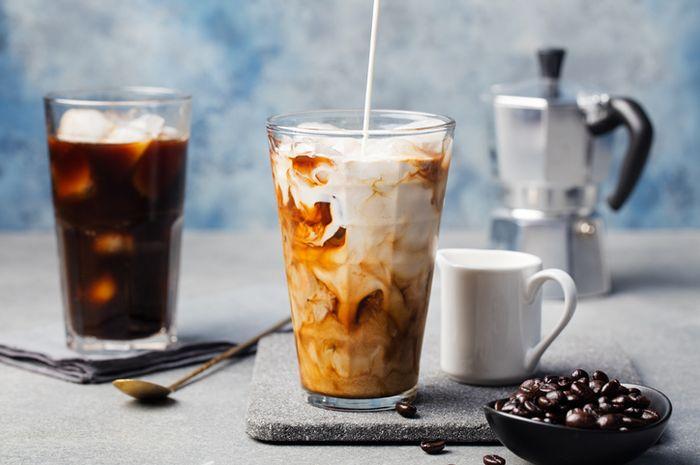 Es kopi dengan campuran susu.