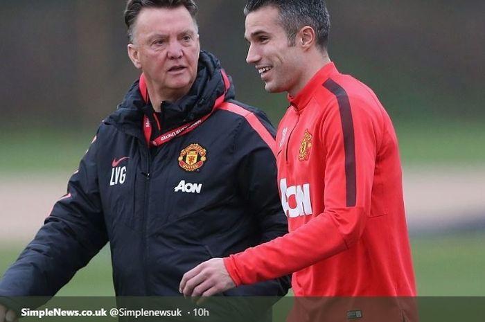 Louis van Gaal bersama Robin van Persie saat keduanya masih di Manchester United