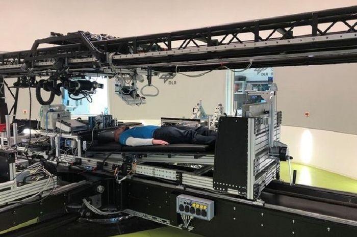 NASA membayar orang untuk berada dalam posisi tiduran selama dua bulan.