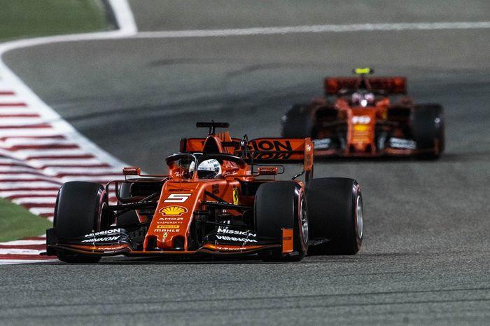 Dua pembalap Ferrari, Sebastian Vettel (depan) dan Charles Leclerc (belakang), saat tampil di sesi latihan bebas F1 GP Bahrain 2019