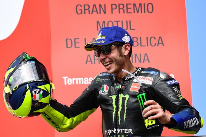 Ekspresi Valentino Rossi saat merayakan posisi podiumnya pada MotoGP Argentina 2019, Senini (1/4/2019) WIB.