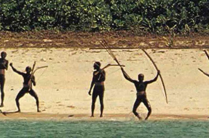 Suku Sentinel yang tinggal di pulau Sentinel
