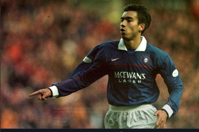 Giovanni van Bronckhorst saat memperkuat Rangers FC.