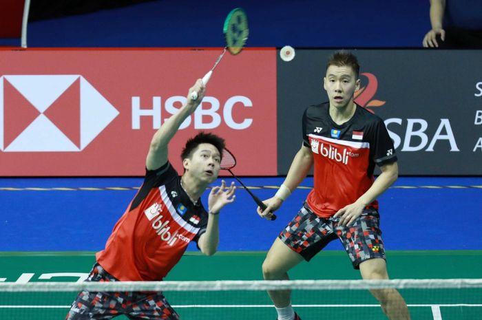 Ganda putra Indonesia, Kevin Sanjaya Sukamuljo dan Marcus Fernaldi Gideon, bertanding pada babak pertama Singapore Open 2019 di Singapore Indoor Stadium, Singapura, Selasa (9/4/2019).