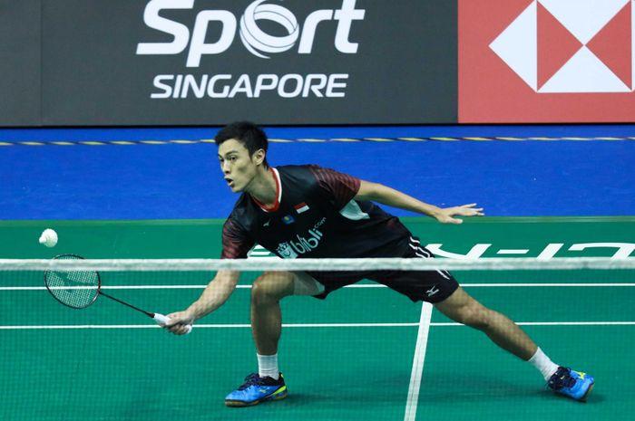 Tunggal putra Indonesia, Shesar Hiren Rhustavito, saat bertanding pada babak kualifikasi Singapore Open 2019, di Singapore Indoor Stadium, Singapura, Selasa (9/4/2019).
