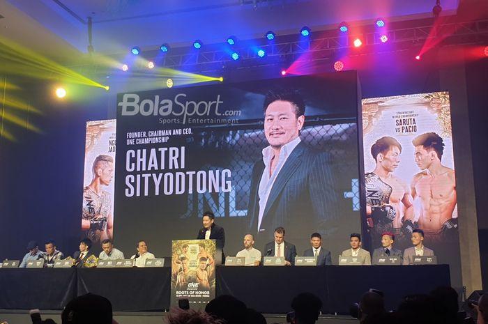 Chairman sekaligus CEO ONE Championship, Chatri Sityodtong, berbicara dalam konferensi pers di Grand Ballroom City of Dreams, Manila, Filipina, Selasa (9/4/2019).