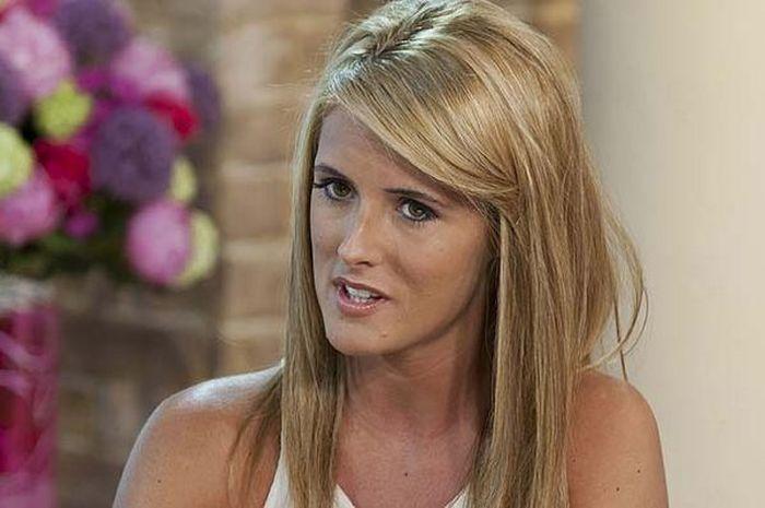 Helen Wood, wanita penghibur yang pernah kencan dengan Wayne Rooney.