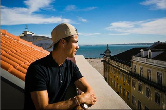 Cristiano Ronaldo ketika berada di salah satu hotel miliknya, Funcal Pestana CR7 di Madeira, Portugal.