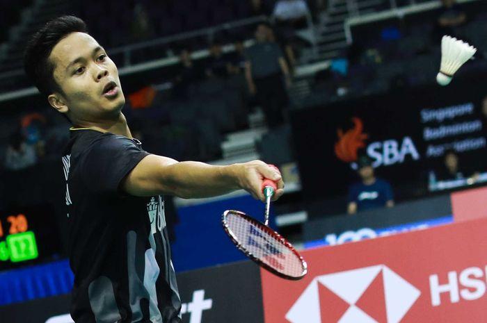 Pebulu tangkis tunggal putra Indonesia, Anthony Sinisuka Ginting, saat bertanding melawan Kenta Nishimoto (Jepang) pada babak kedua Singapore Open 2019.