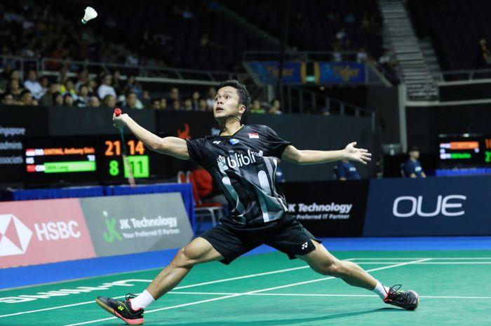 Pemain tunggal putra Indonesia, Anthony Sinisuka Ginting, bermain pada Singapore Open 2019 di Singapore Indoor Stadium, Singapura, Jumat (12/4/2019).