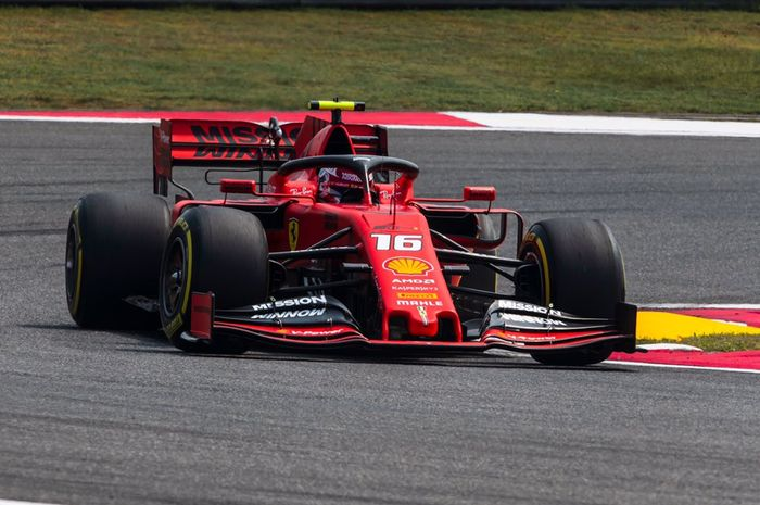 Pembalap Ferrari, Charles Leclerc, memacu mobilnya di GP China, Minggu (14/4/2019).