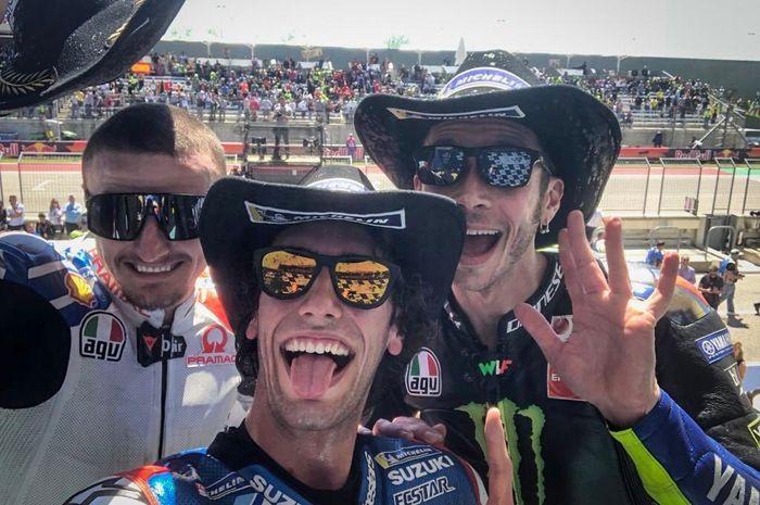 Dari kiri-kanan: Jack Miller, Alex Rins, dan Valentino Rossi sedang merayakan posisi podium pada MotoGP Americas 2019.