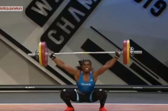 Atlet angkat besi asal Prancis, Gaëlle Nayo-Ketchanke, berpartisipasi dalam ajang European Weightlifting Championships pada Sabtu (13/4/2019) di Batumi, Georgia.