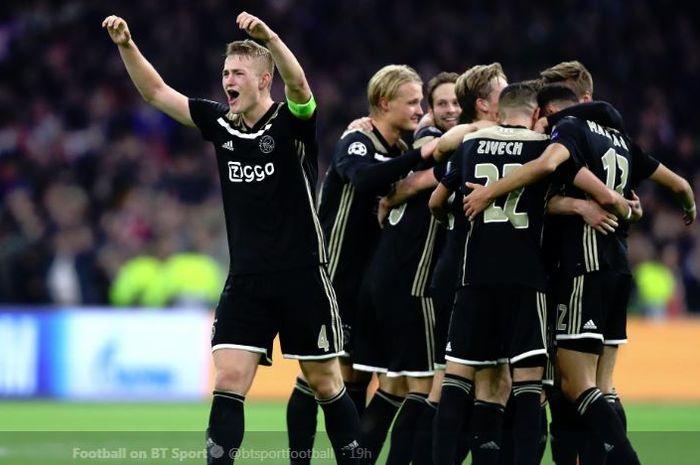 Bek Ajax Amsterdam, merayakan kemenangan 2-1 timnya atas Juventus pada leg kedua perempat final Liga Champions di Stadion Allianz Turin, 16 April 2019.