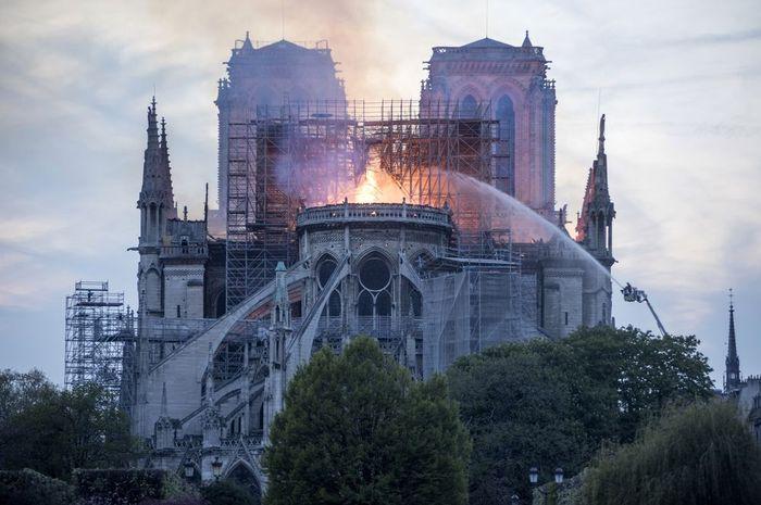 Apple Akan Bantu Restorasi Katedral Notre Dame Pasca Kebakaran
