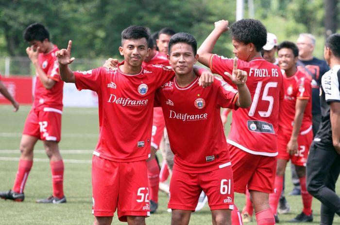 Dua pemain Persija Jakarta U-18, Fikri Irvanuddin dan Muhammad Rifqi Adira, dipanggil untuk mengikuti pemusatan latihan bersama timnas U-18 Indonesia