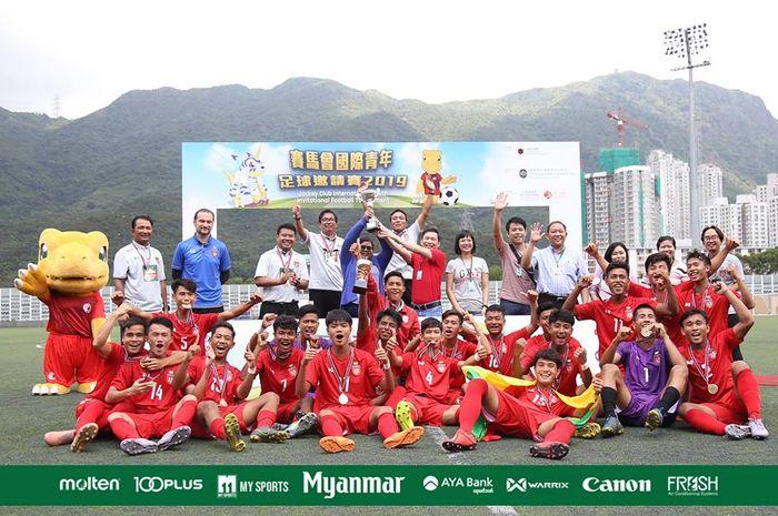 Timnas U-18 Myanmar saat merayakan gelar juara Hongkong Invitation Competition U-18 pada 17-22 April 2019