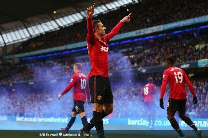 Hat-trick Robin van Persie pada 22 April 2013 dalam laga Liga Inggris melawan Aston Villa mengantarkan Manchester United meraih gelar juara ke-20 Liga Inggris.