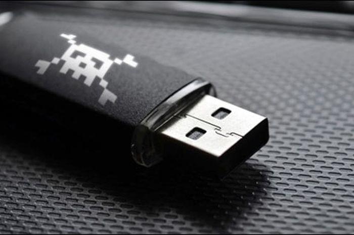 """Gunakan """"USB Killer"""" Pria Ini Hancurkan 66 Komputer"""