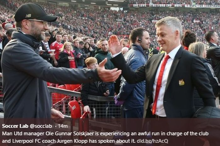 Juergen Klopp dan Ole Gunnar Solskjaer saling berbagi sapaan seusai pertandingan Man United vs Liverpool di Old Trafford