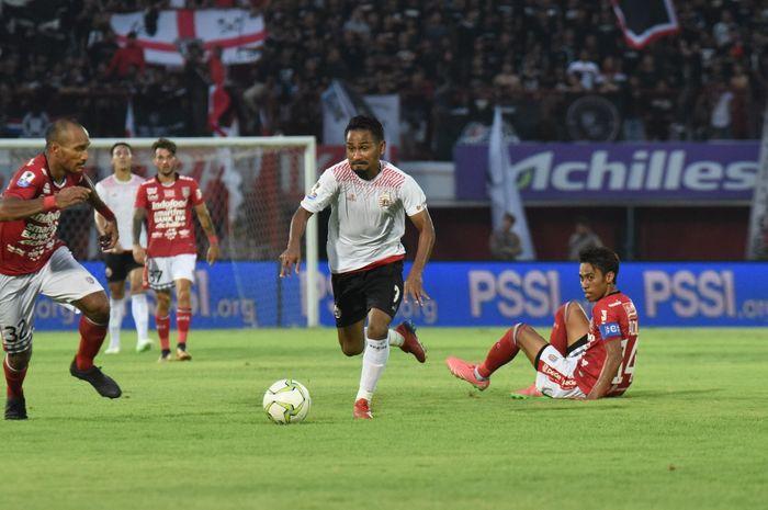 Gelandang Persija Jakarta, Ramdani Lestaluhu, saat melawan Bali United dalam laga Piala Indonesia babak 8 besar.