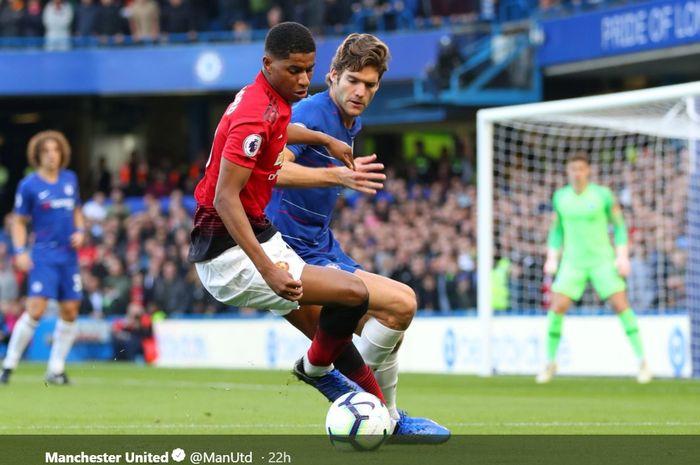 Duel Marcus Rashford dan Marcos Alonso pada pertemuan pertama laga Liga Inggris musim 2018-2019 di Stamford Bridge