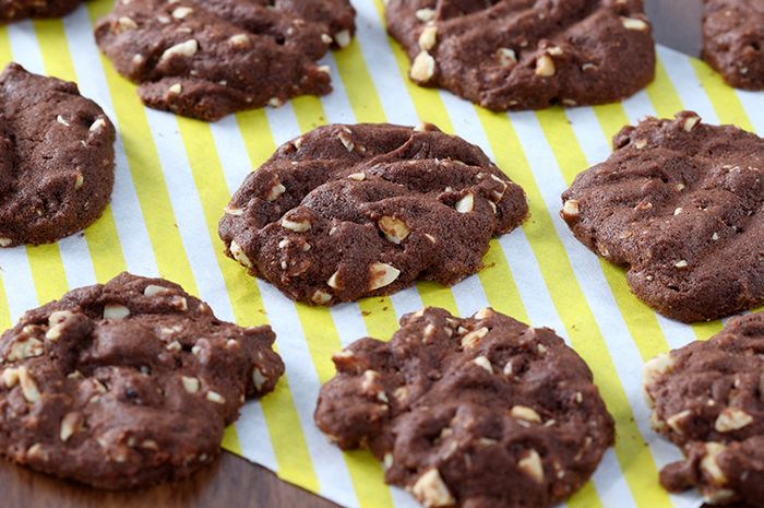 Cashew and Choco Cookies