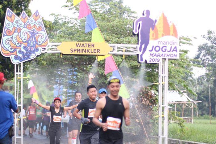 Suasana Mandiri Jogja Marathon 2019 yang sangat semarak dan penuh dengan nuansa budaya yang tak meninggalkan arti sportivitas pada 28 April 2019.
