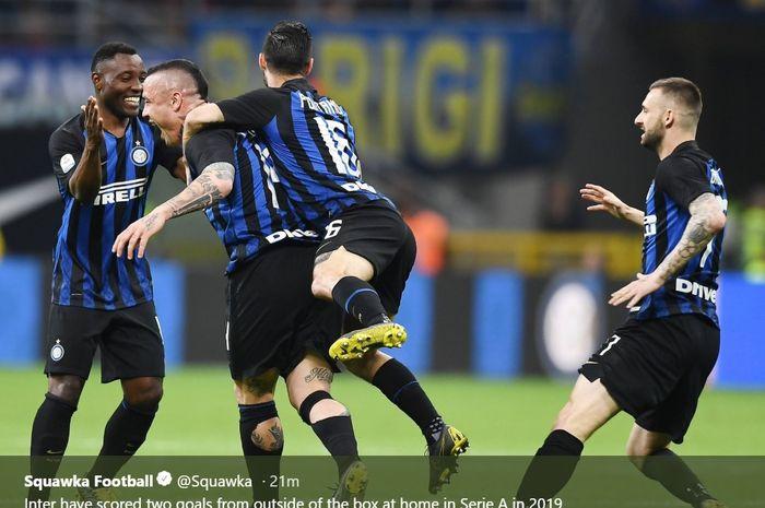 Radja Nainggolan bawa Inter Milan sementara unggul 1-0 atas Juventus dalam pertandingan Derby d'Italia, Sabtu (27/4/2019)