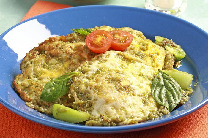 Telur ceplok masak sambal hijau.