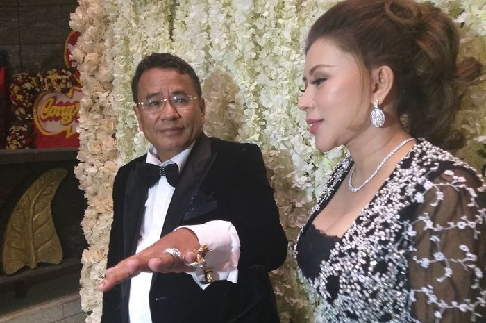Hotman Paris dan sekretaris pribadinya, Nurbaeny Janah saat dijumpai Grid.ID di hotel Four Seasons, Gatot Subroto, Jakarta Selatan, Jumat (3/5/2019).