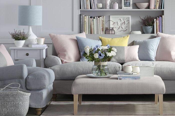 Desain Ruang Tamu Tanpa Kursi  penting di ruang keluarga begini tip memilih sofa yang
