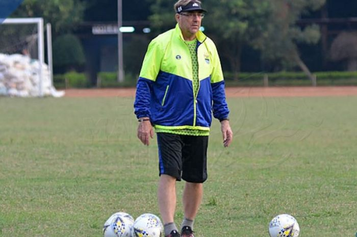 Robert Rene Alberts menyiapkan skuat Persib Bandung untuk Liga 1 2019.