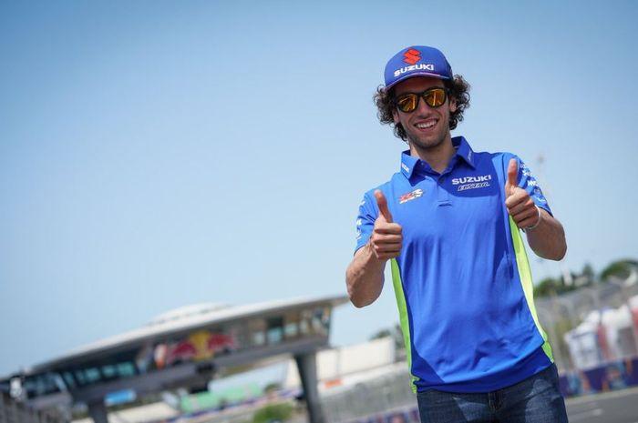 Pembalap Suzuki Ecstar, Alex Rins saat berpose di Sirkuit Jerez, Spanyol