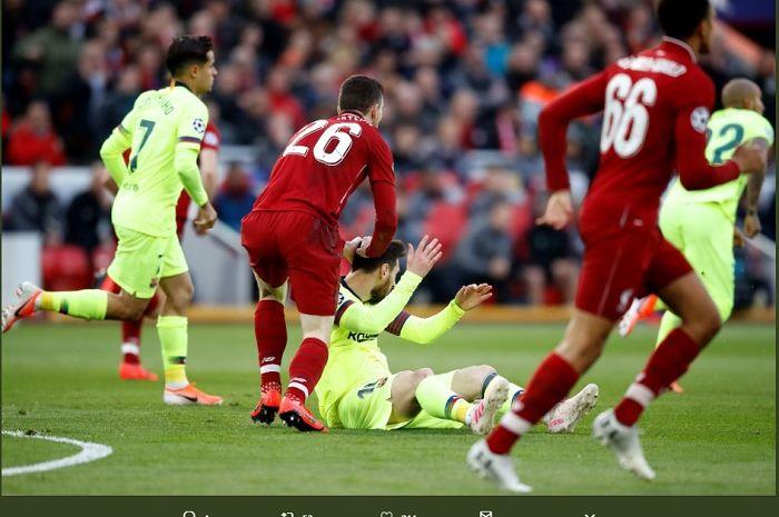 Bek kiri Liverpool, Andrew Robertson saat menoyor kepala mega bintang Barcelona, Lionel Messi di semifinal leg kedua Liga Champions, Rabu (8/5/2019) dinihari.
