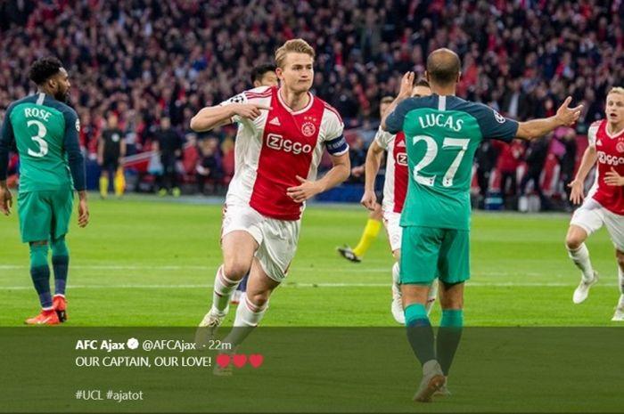 Kapten Ajax Amsterdam, Matthijs de Ligt, melakukan selebrasi seusai cetak gol ke gawang Tottenham dalam leg kedua semifinal Liga Champions, Rabu (8/5/2019)