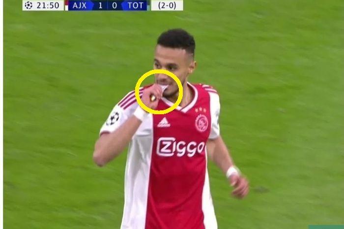 Menu buka Hakim Ziyech dan Noussair Mazraoui, dua pemain Ajax tetap menjalankan puasa.
