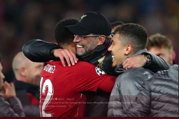 Juergen Klopp dan pemainnya merayakan kesuksesan Liverpool lolos ke final Liga Champions.